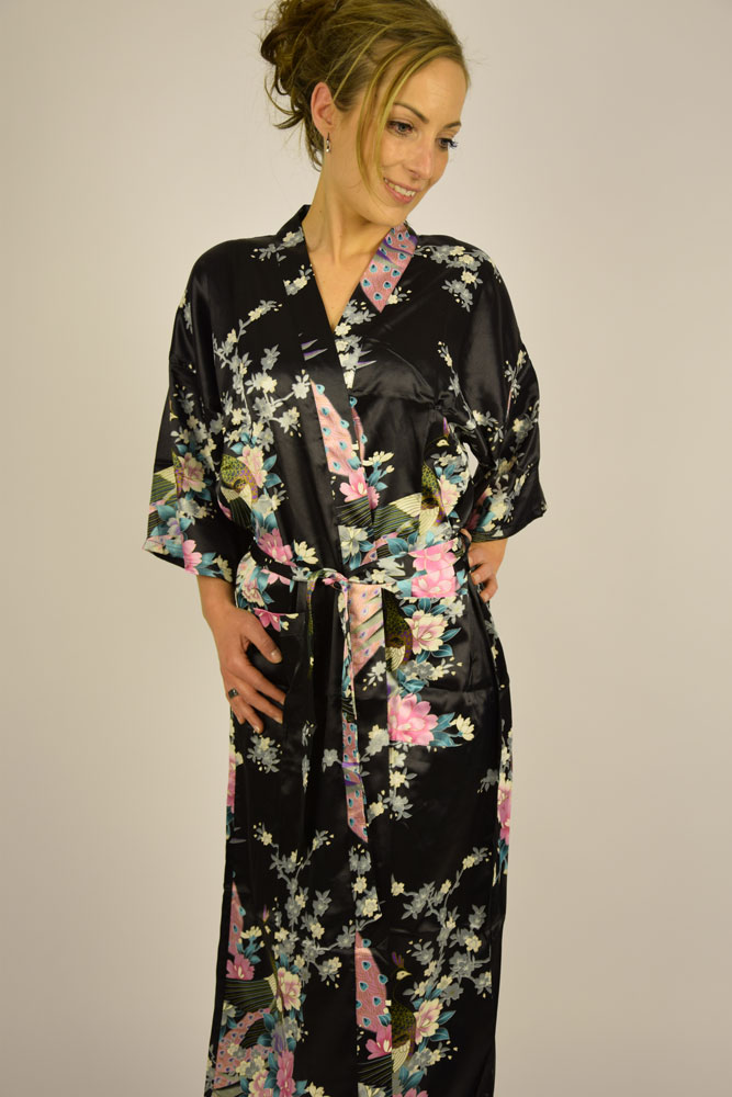 5e47f32eb914 Kimono - Sort med blomster -